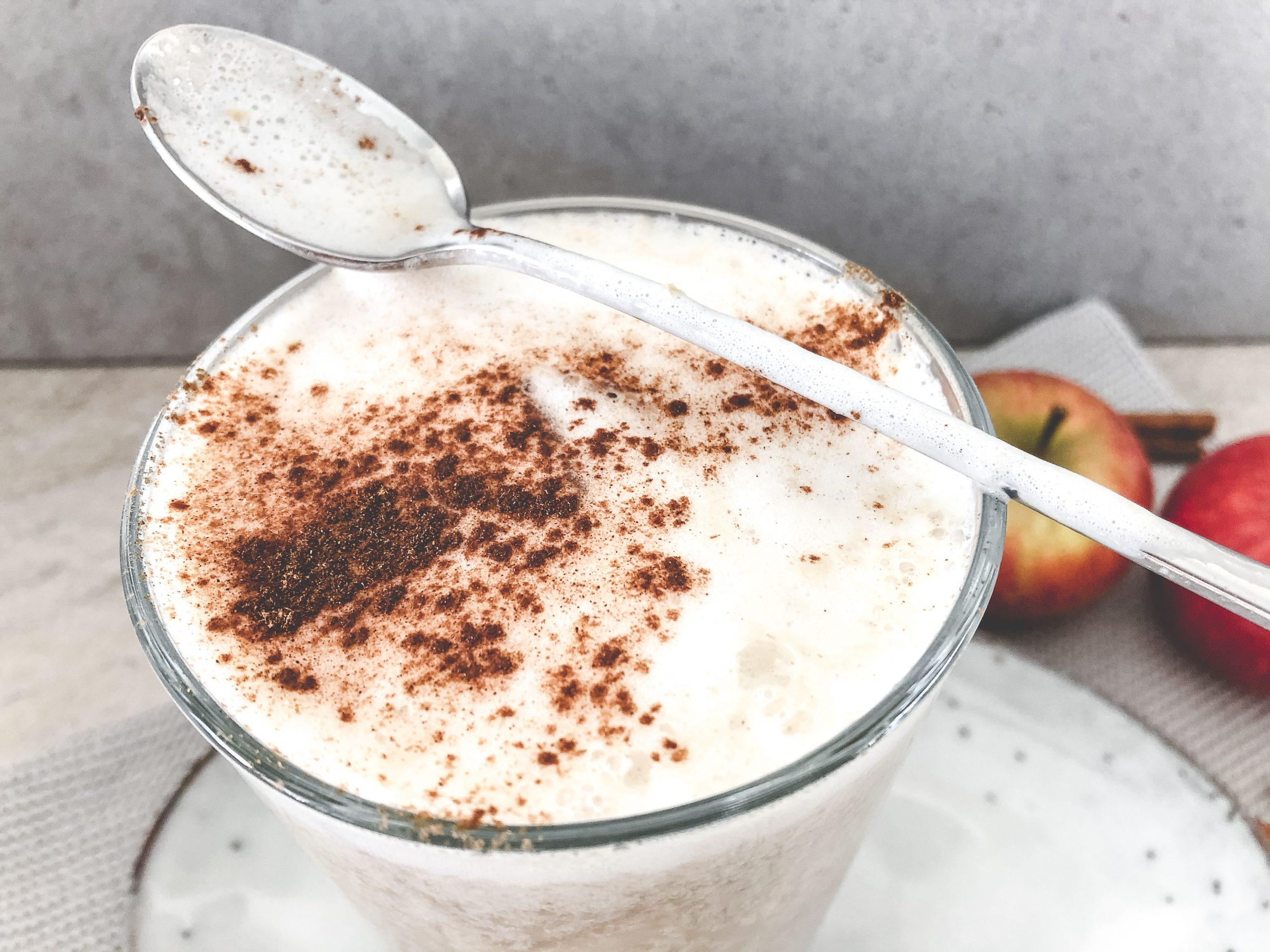 Selbstgemachte Apfel Chai Latte
