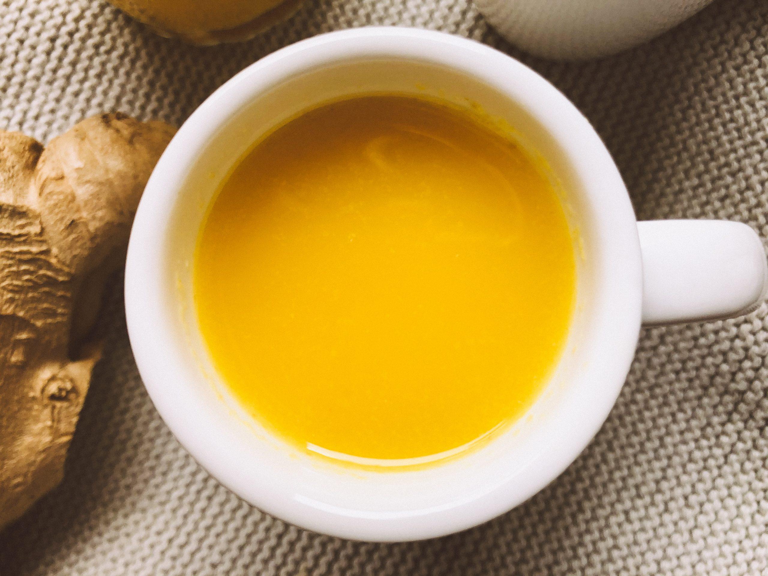 Natürliche Heilmittel gegen Erkältungen und ein wohltuender Ingwer-Orangen-Shot