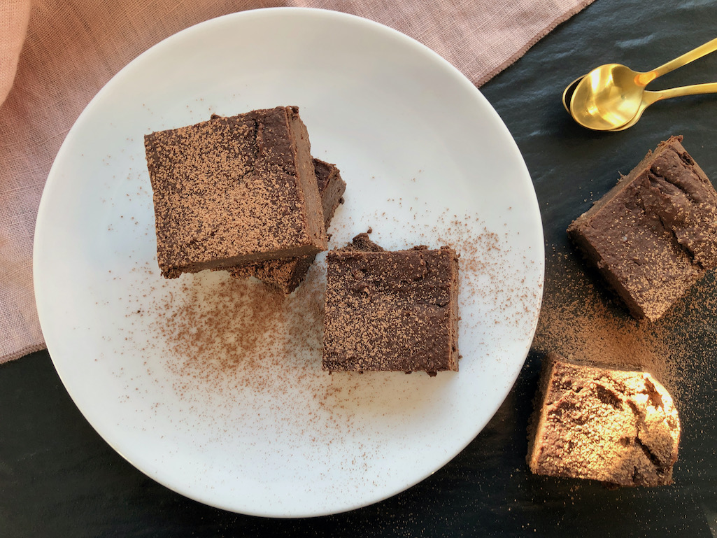 Saftig weiche Brownies aus schwarzen Bohnen